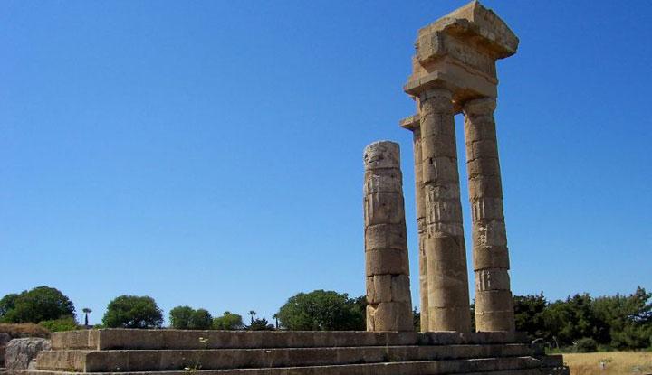 Руины храма Аполлона в Родини парке.