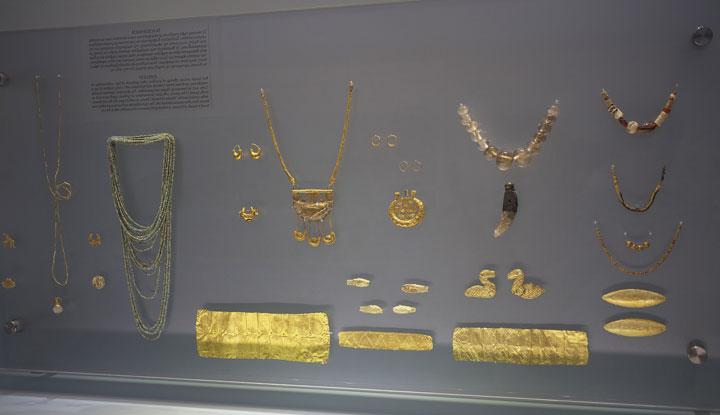 Одни из экспонатов в археологическом музее.