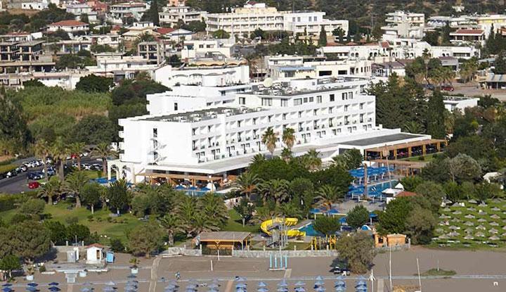 Гостиница находится недалеко от магазинов.
