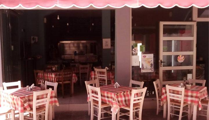 Интерьер ресторана Skordakos.