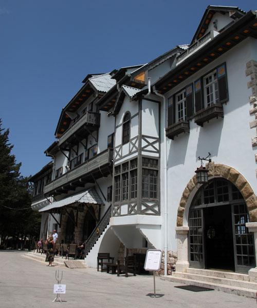 Здание на горе Профитис Илиас.