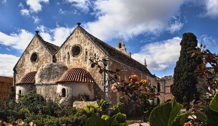 Вид монастыря Аркади.