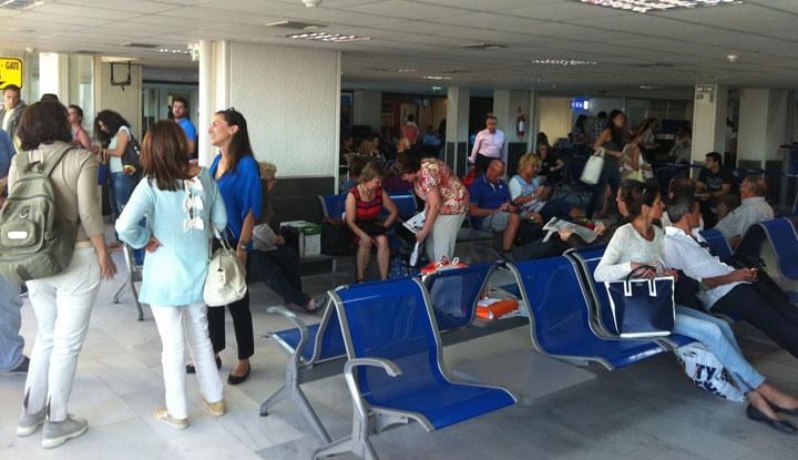 Зал ожидания в аэропорте Ираклиона.
