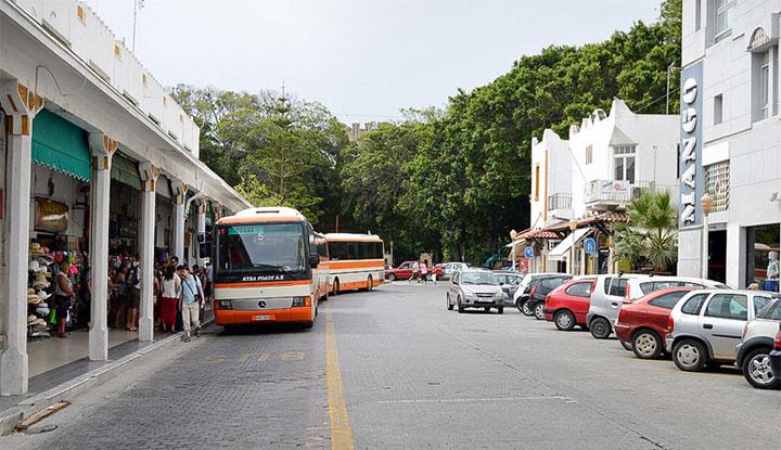 Автовокзал в городе.