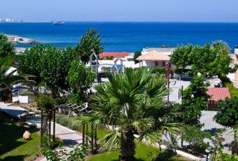 Отель на побережье.