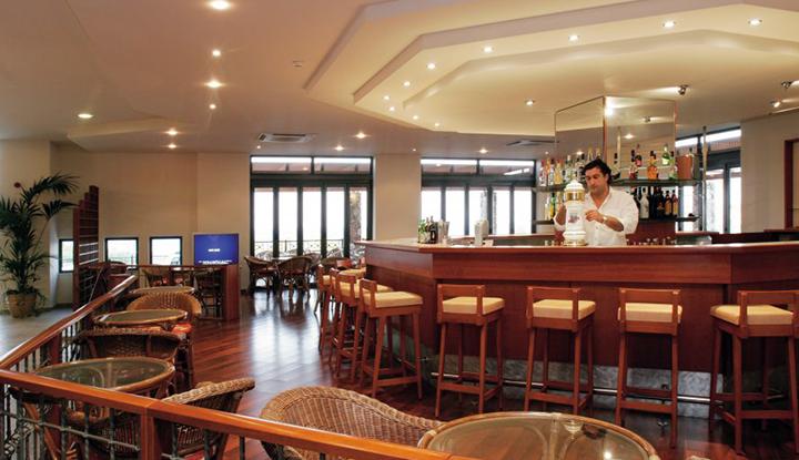 Ресторан Mikri Poli.