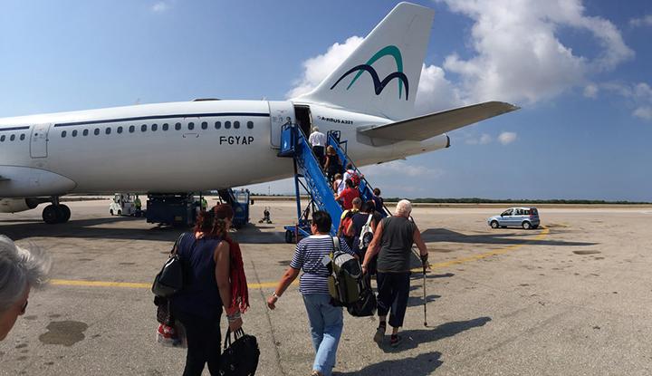 Посадка на самолёт в аэропорту Кос.