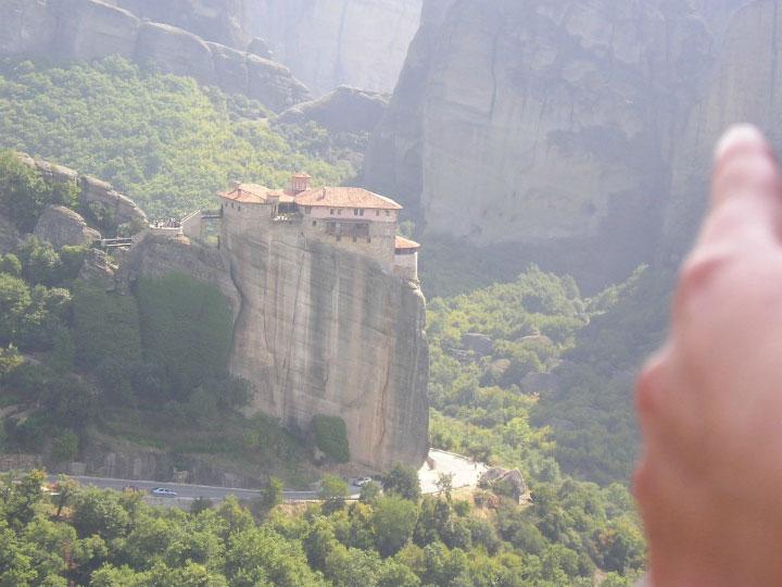 Монастырь на скале.