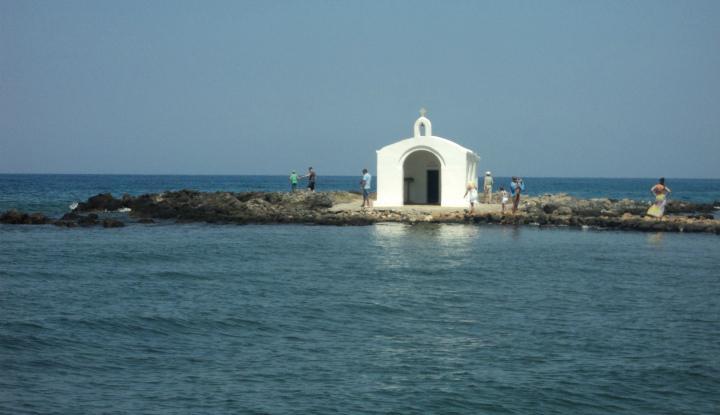 Церковь посреди моря.