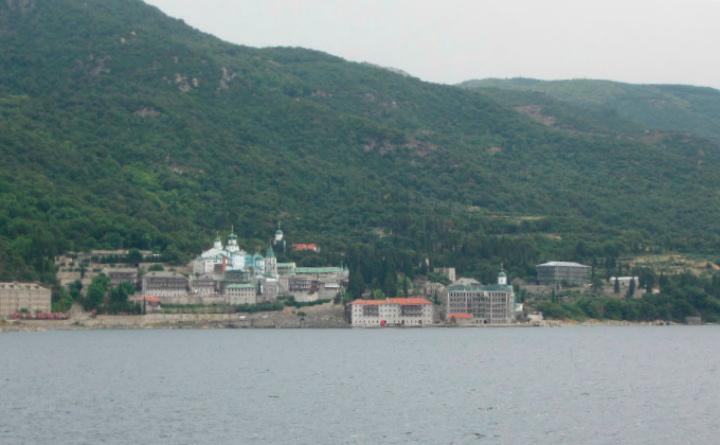 Вид на монастырь с моря.