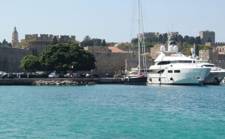 Крепость на берегу Родоса.