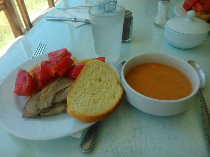 Обед в отеле.