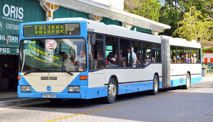 Рейсовый автобус в Фалираки.