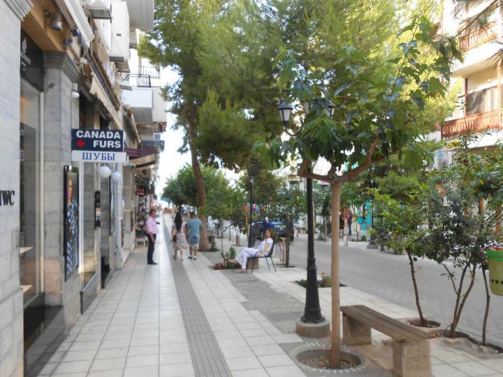 Прогулки по улицам города.