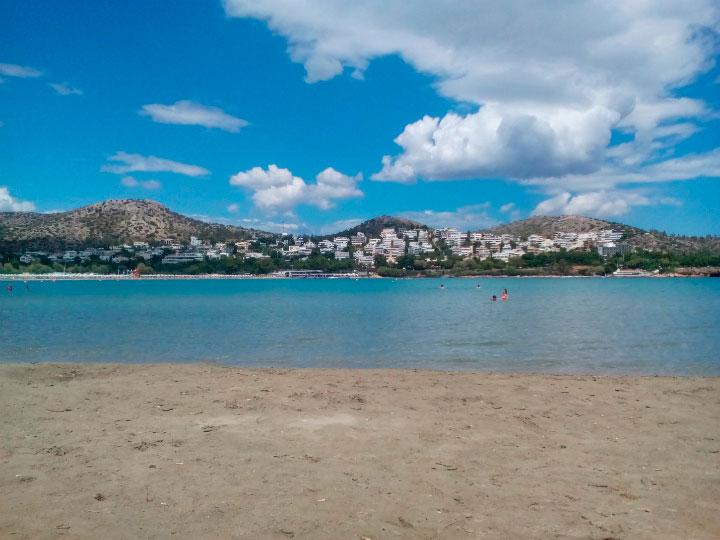 Море и песок.