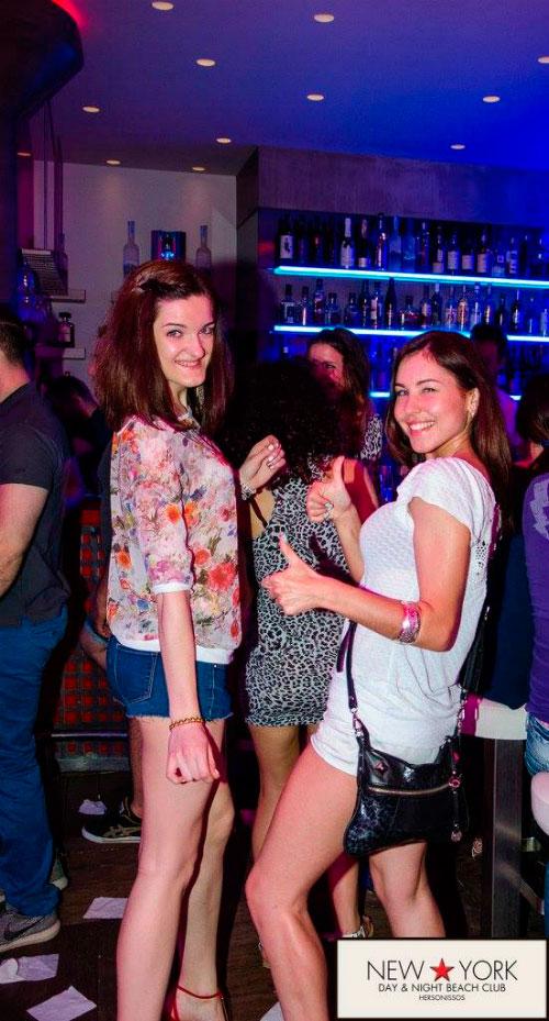 В ночном клубе.