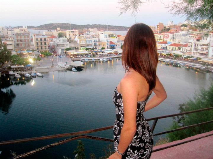Вид на город с террасы.