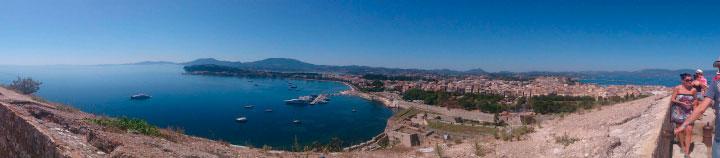 Вид на Албанию издали.