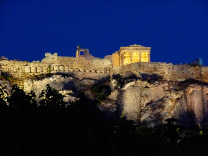 Акрополь ночью.