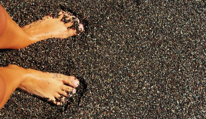 Чёрный песок.
