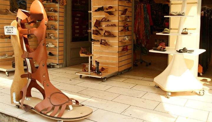 Обувной магазин.
