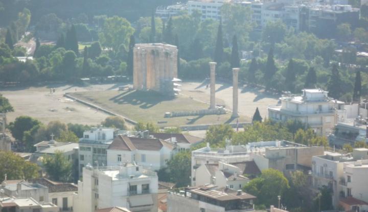 Храм Зевса в Афинах.